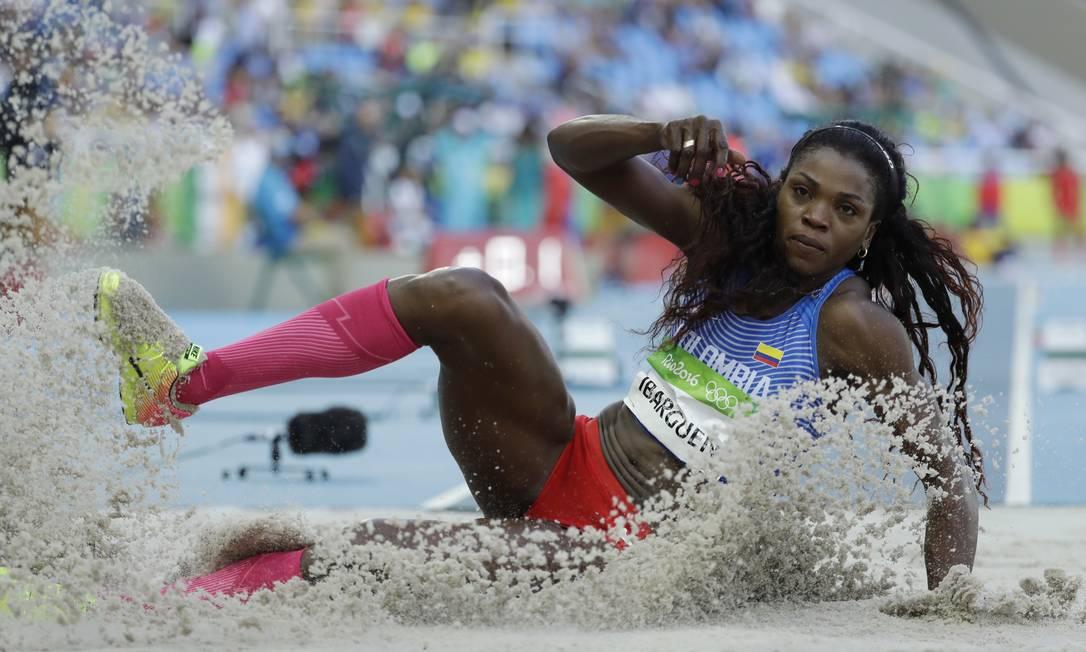 O segundo dia do atletismo também abriu as portas do Estádio Olímpico para a colombiana Caterine Ibarguen Matt Dunham / AP