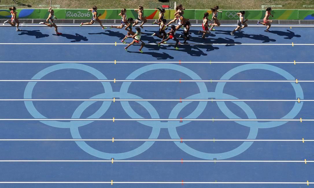 Apenas 15 atletas participam da final, após três blocos de eliminatórias FABRIZIO BENSCH / REUTERS