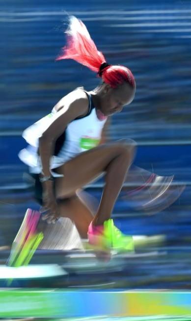 A alemã Sanaa Koubaa salta durante eliminatória: atleta não chega a final OLIVIER MORIN / AFP