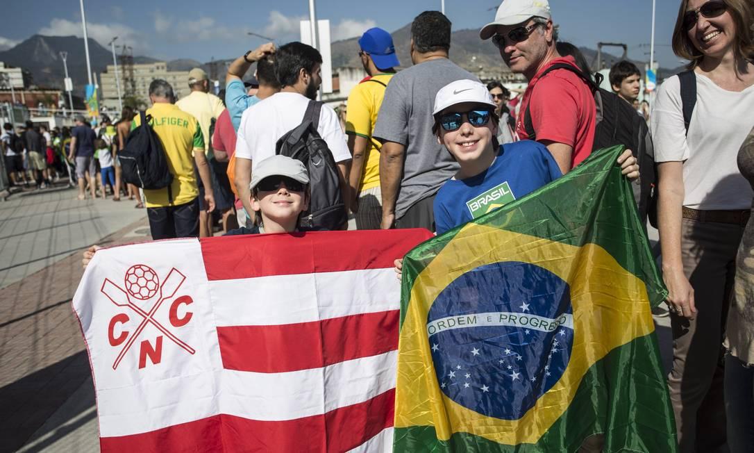 Pernambucanos aproveitam para trazer a bandeira do Náutico junto com a do Brasil Ana Branco / Agência O Globo