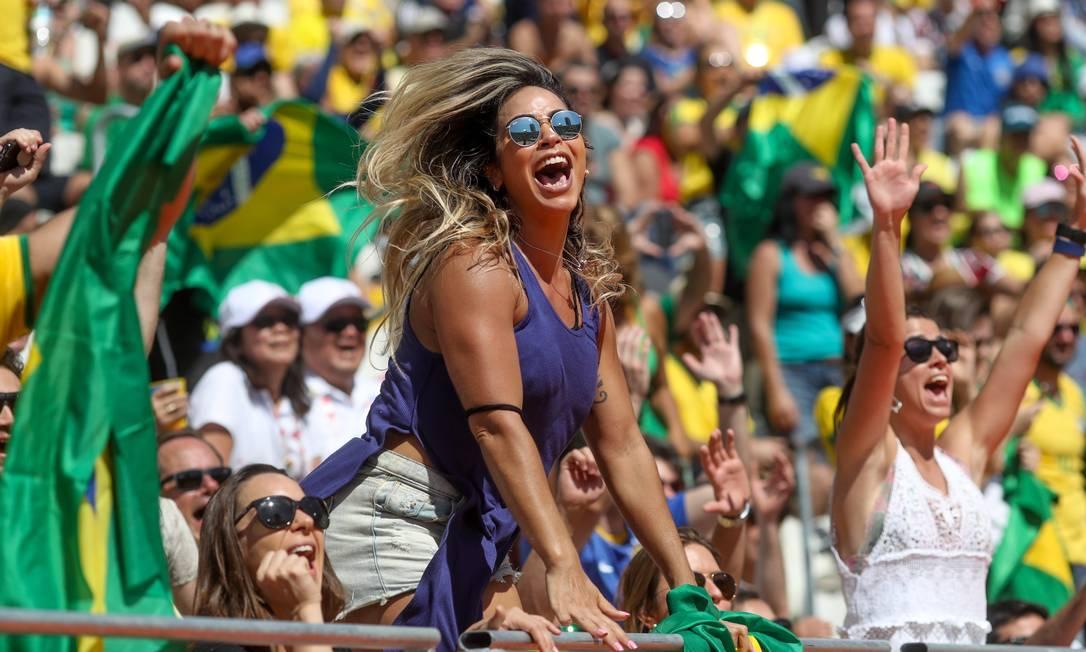 Torcida vibra de emoção com os brasileiros Pedro Kirilos / Agência O Globo