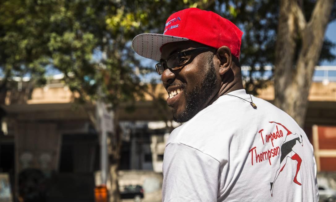 Junior Thompson, irmão de Richard Thompson, rival de Bolt de Trinidad e Tobago, também foi torcer no Engenhão Ana Branco / Agência O Globo