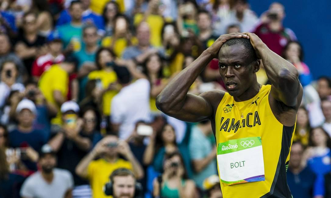 Bolt leva as mãos à cabeça no fim da corrida Adriano Vizoni / Folhapress/NOPP