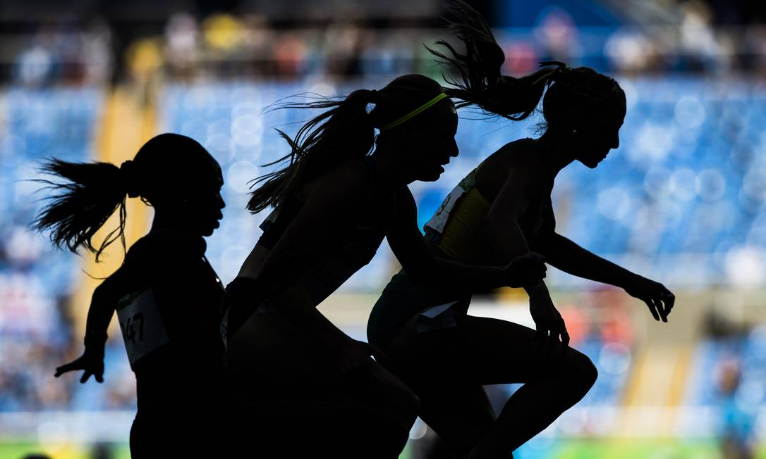 Atletas na prova de 3000 metros com obstáculos feminino Alexandre Cassiano / O Globo/NOPP