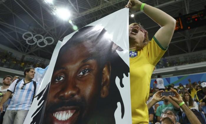 Brasil perde para Argentina e se complica no basquete