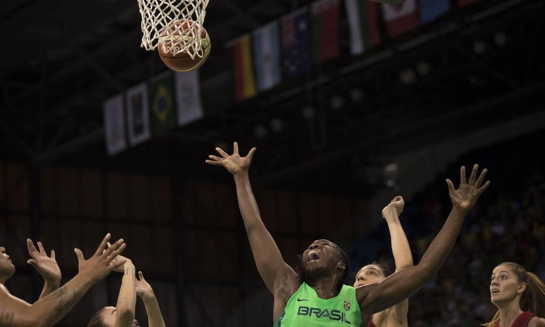 A seleção feminina de basquete se despediu dos Jogos com derrota para a Turquia: 79 a 76 Daniel Marenco / Agência O Globo