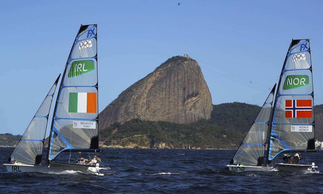 Andrea Brewster e Saskia Tidey, da Irlanda, competem ao lado de Ragna Agerup e Maia Agerup, da Noruega BRIAN SNYDER / REUTERS