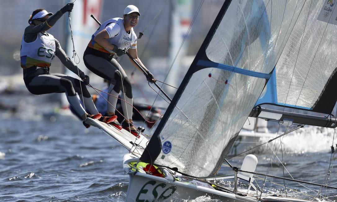 As espanholas Tamara Echegoyen e Berta Betanzos competem na prova BENOIT TESSIER / REUTERS