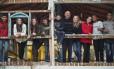 Grande família. O comerciante Valdemir Pereira da Silva (ao centro) com seus filhos (da esquerda para a direita) Victor, Vanessa Karoline, Bárbara Danielly, Marcelo, Samuel, Bruna Tamarys, Deborah Gabriely, Jonathan e Deniz