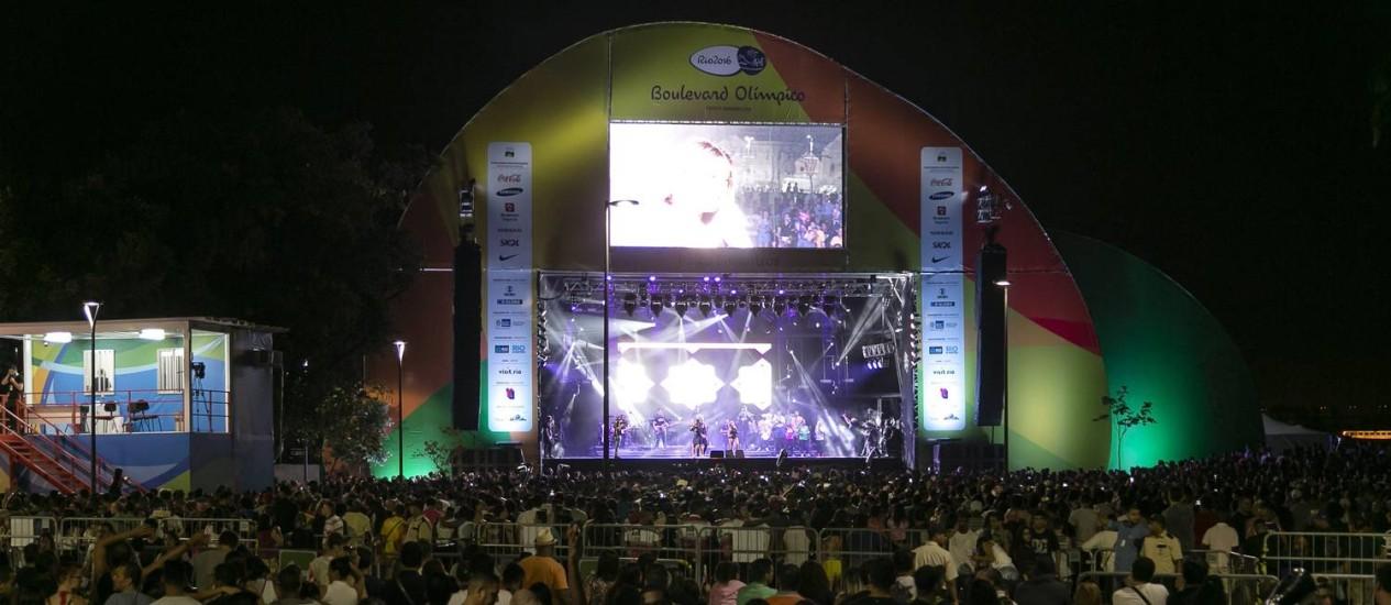 Público assiste show no Boulevard Olimpico Foto: Leo Martins - 06/08/2016 / Agência O Globo
