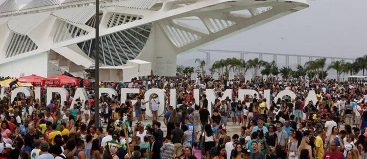 O Boulevard Olímpico lotado Foto: Hermes de Paula / Agência O Globo