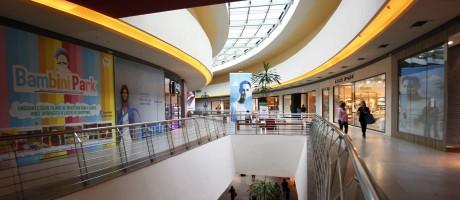 Corte de custos. Shopping Metropolitano, na Barra da Tijuca: centro comercial espera ter redução de 21% na conta de luz com a migração para o mercado livre Foto: Luiz Ackermann / Agência O Globo