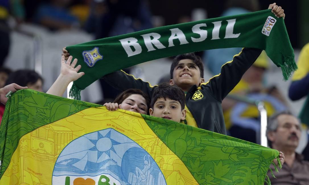 Torcedores da seleção brasileira fazem festa no Itaquerão Leo Correa / AP
