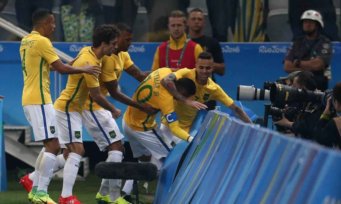Os jogadores da seleção brasileira festejam gol Lucas Figueiredo / Mowa Press