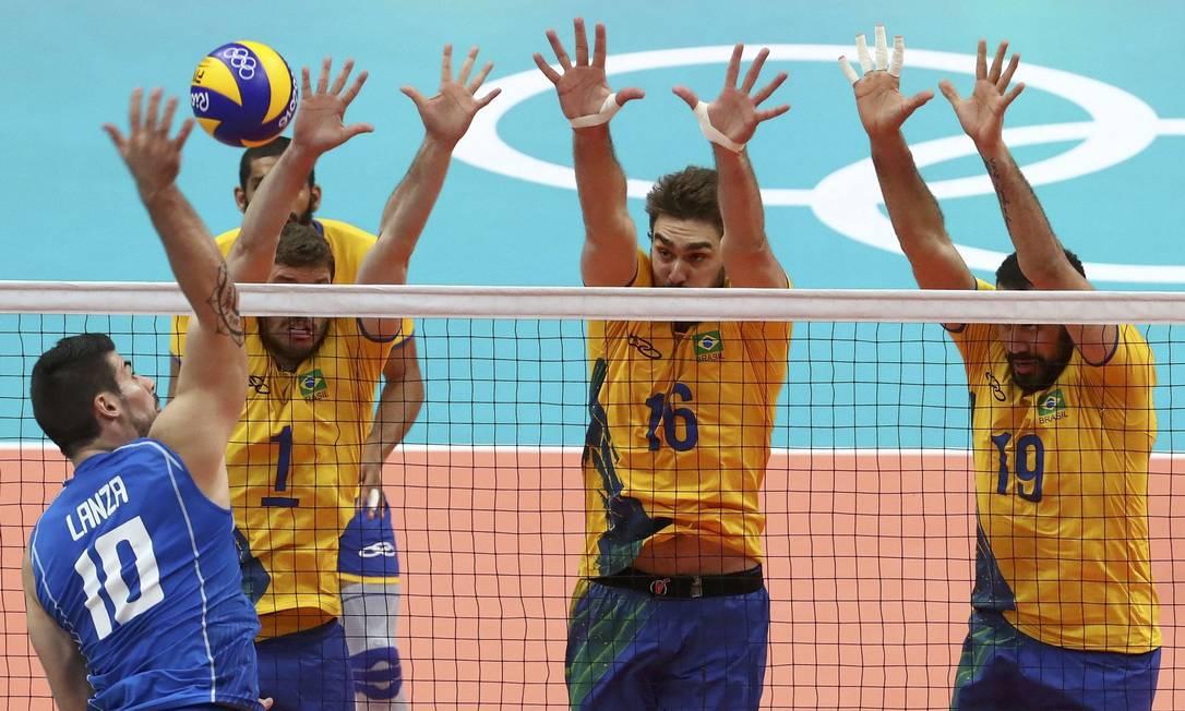 O ataque italiano fica no bloqueio brasileiro YVES HERMAN / REUTERS