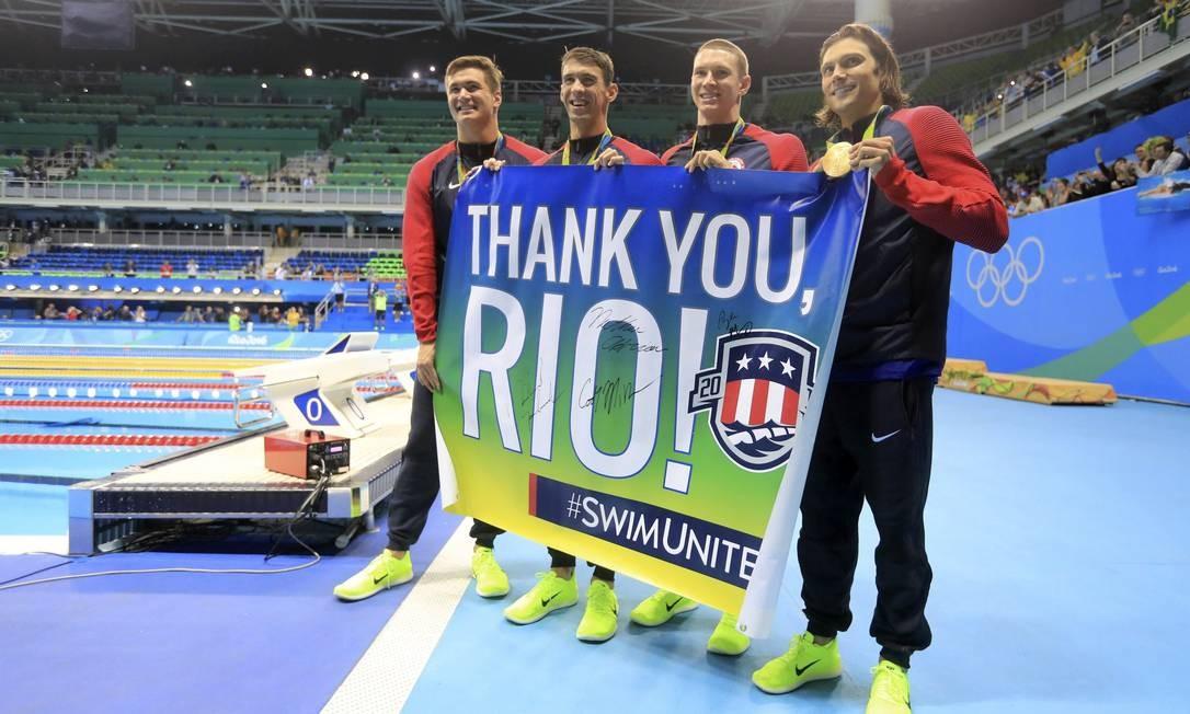 Equipe americana comemora vitória no revezamento 4x100m. Última competição de Phelps Foto: DOMINIC EBENBICHLER / REUTERS