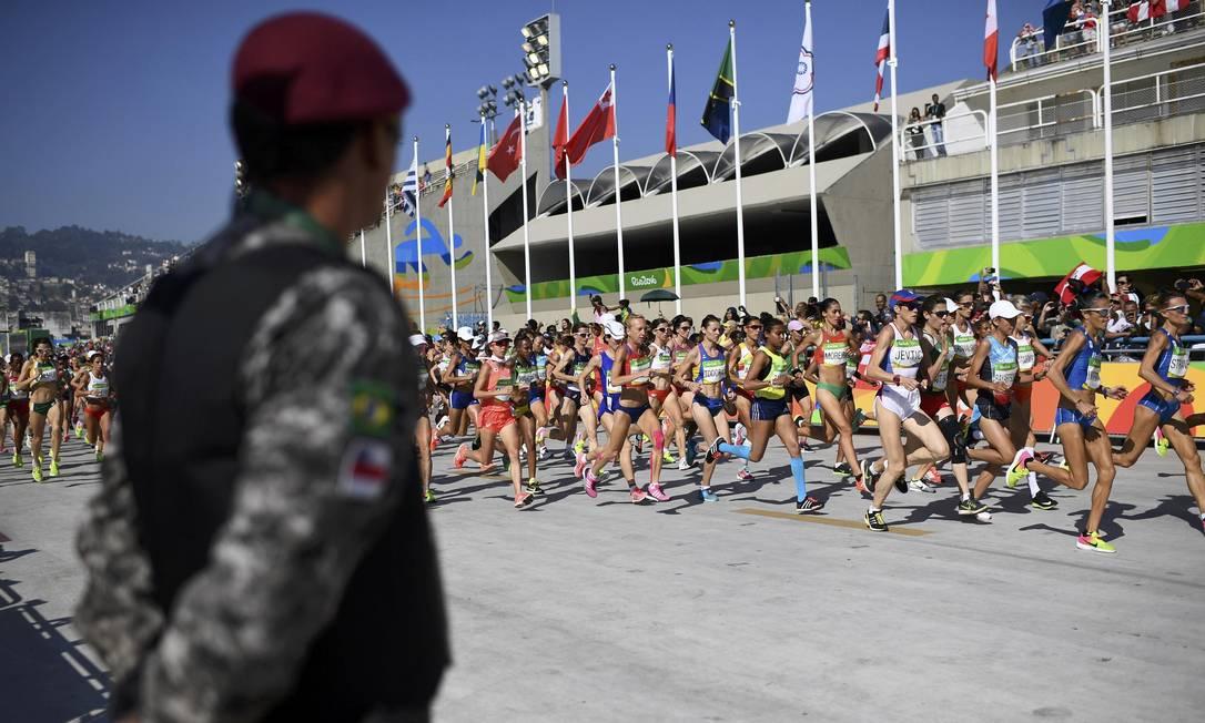 As atletas correrão por 42km em diversos bairros da cidade DYLAN MARTINEZ / REUTERS