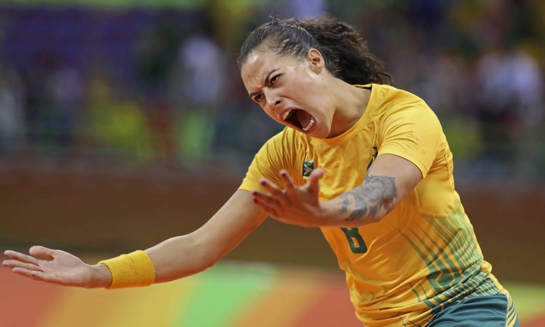 A torcida embalou a vitória, comemorando muito os lances das partida DAMIR SAGOLJ / REUTERS