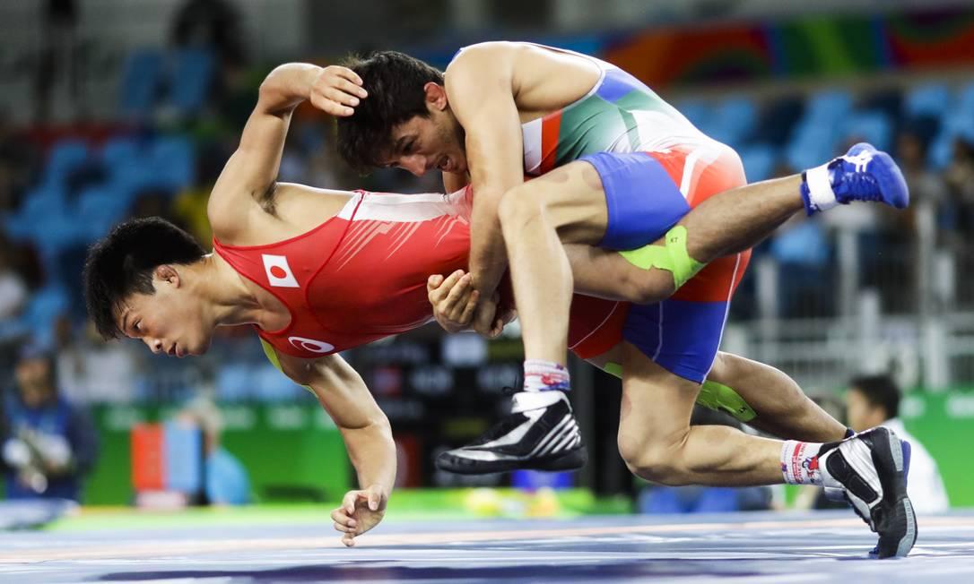 O japonês Shinobu Ota, venceu sua primeira luta derrotando o iraniano Hamid Mohammad Soryan (de azul) Markus Schreiber / AP
