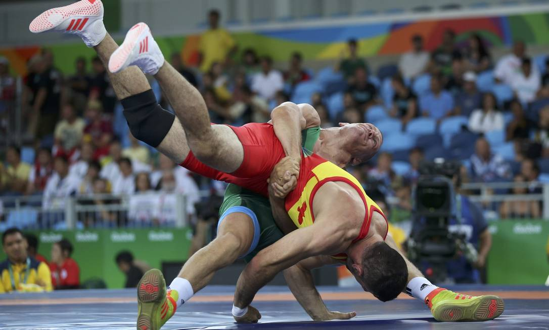 Na categoria 75 kg, o colombiano Carlos Munoz enfrentou Peter Bacsi da Hungria TORU HANAI / REUTERS