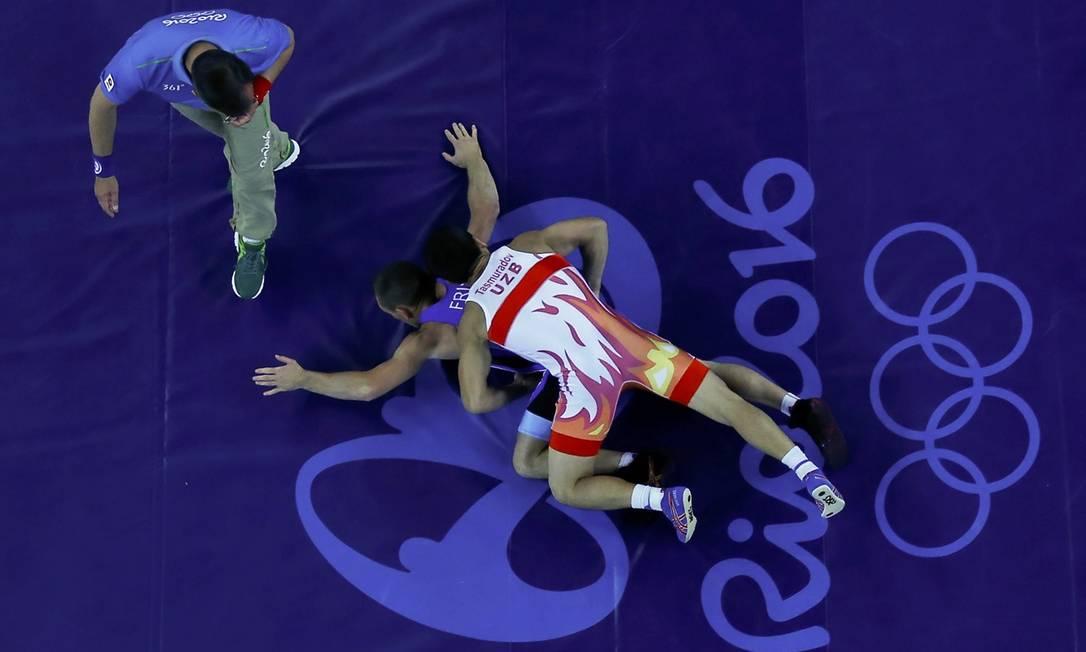 A luta olímpica começou hoje nos jogos do Rio-2016. O uzbeque Elmurat Tasmuradov enfrentou Kristijan Fris da Sérvia na categoria 59kg masculina TORU HANAI / REUTERS