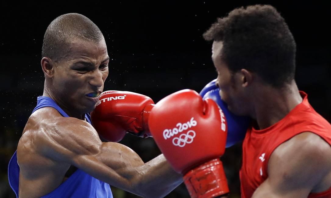 Apesar de ter começado a luta atacando mais, os juízes deram vantagem para o cubano no primeirou round Frank Franklin II / AP