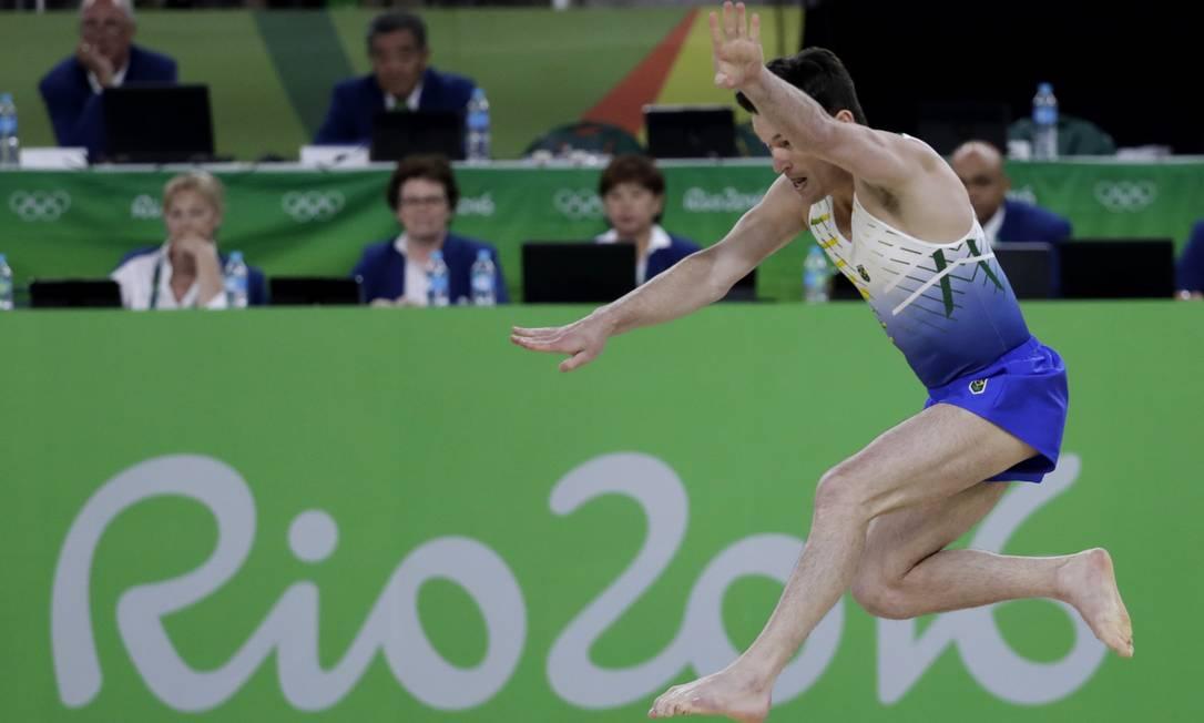 'Só consegui essa medalha porque muitas pessoas confiaram em mim', disse o ginasta Rebecca Blackwell / AP