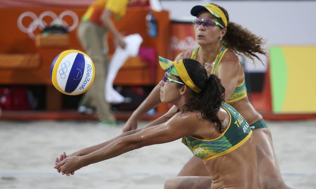 Talita e Larissa no jogo contra as suíças Heidrich e Zumkehr ADREES LATIF / REUTERS