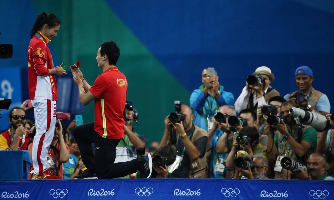 O momento romântico chamou a atenção do público e dos fotógrafos. Este foi o segundo pedido de casamento nos Jogos do Rio MARCOS BRINDICCI / REUTERS