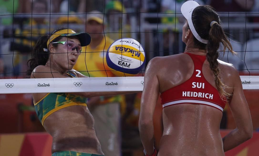 O Brasil venceu a Suíça por duríssimos 2 sets a 1 na Arena de Copacabana Jorge William / Agência O Globo