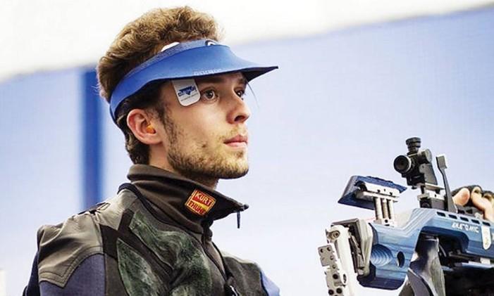 O russo Sergey Kamensky é o novo recordista olímpico da prova carabina três posições 50m, ao somar 1.184 pontos. Foto: Divulgação / COI