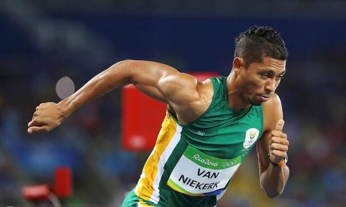 O velocista sul-africano Wayne van Niekerk é o novo recordista mundial dos 400m livre. Na final, para garantir a medalha de ouro, ele fez o tempo de 43s03, que derruba a marca de 43s18, do americano Michael Johnson, que já durava 17 anos. Foto: Divulgação / COI