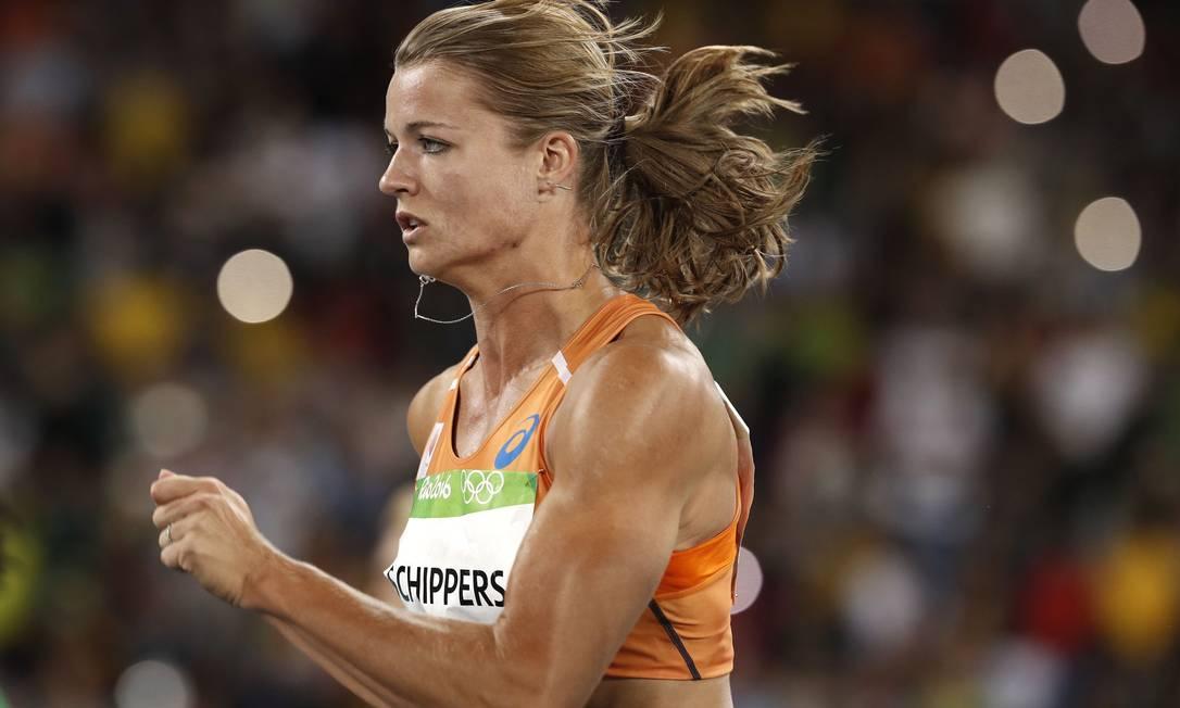 Dafne Schippersvolta a competir nesta terça-feira, agora nos 200m ADRIAN DENNIS / AFP
