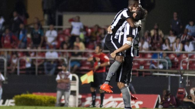 Botafogo vence o São Paulo em jogo no Morumbi pelo Campeonato Brasileiro  Foto  Bruno Ulivieri d4a49a77dd889