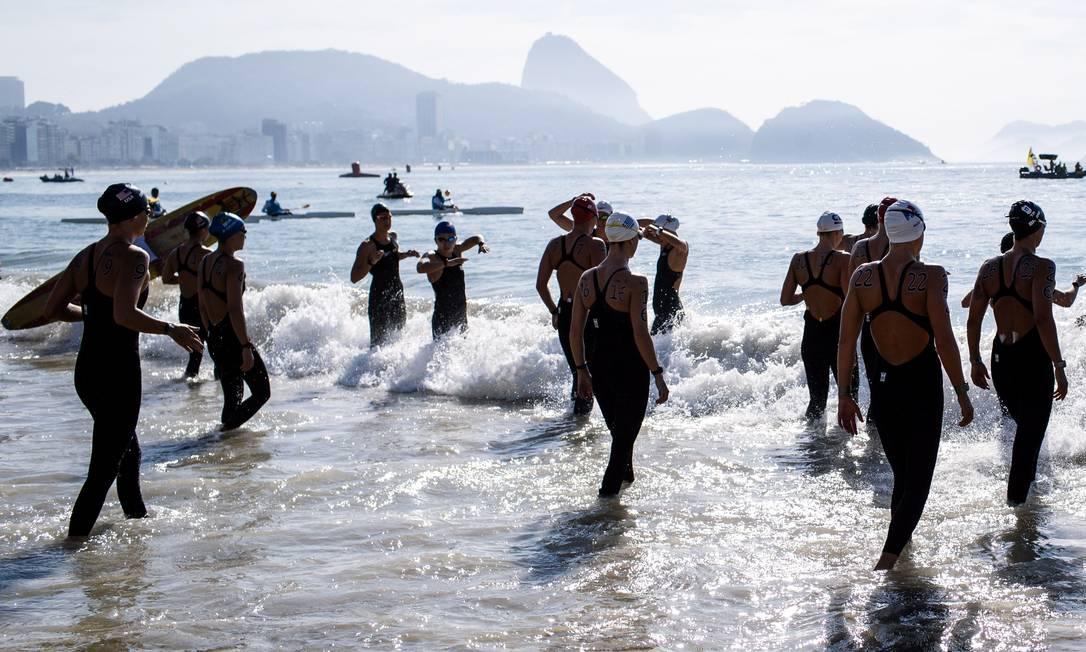 A entrada no mar: água gelada de Copacabana recebeu a disputa da maratona aquática olímpica Daniel Marenco / Agencia O Globo / Agência O Globo