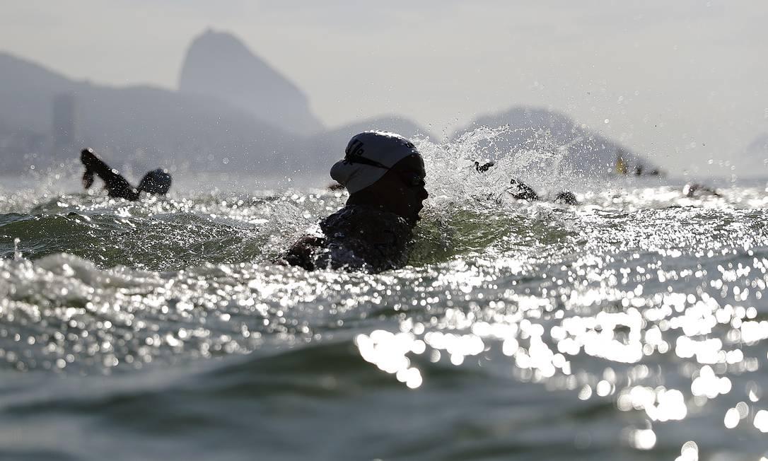 A holandesa Sharon van Rouwendaal levou a medalha de ouro na maratona aquática em Copacabana David Goldman / AP