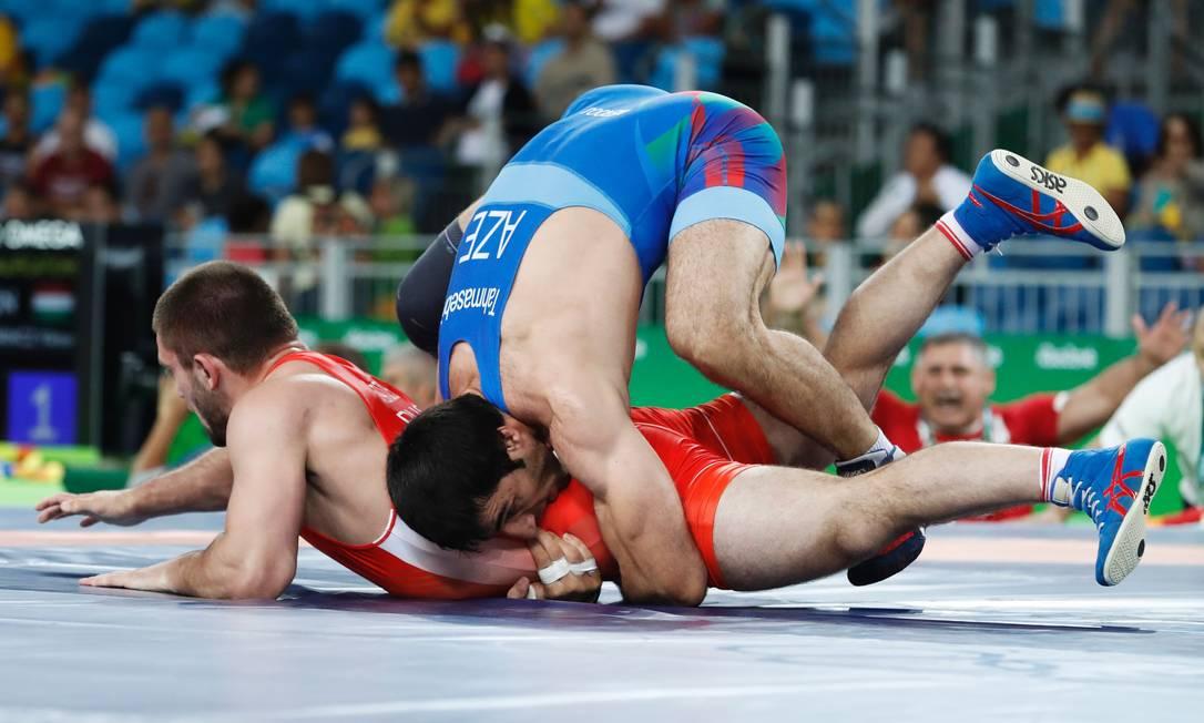 O russo levou a melhor: 3 a 0 sobre o azerbaijano JACK GUEZ / AFP