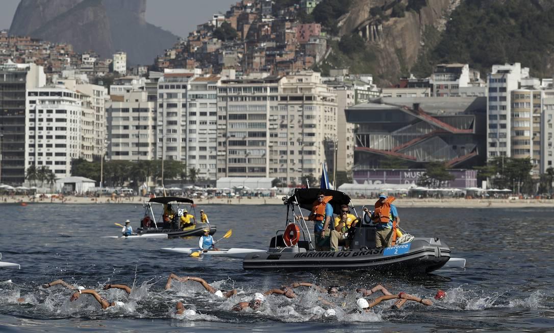 Vista da orla de Copacabana ao fundo na maratona aquática feminina André Mourão / O Dia/NOPP