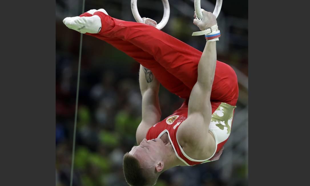 Denis Abliazin, da Rússia, disputa a final. Ele conquistou o bronze, com 15,700 de pontução Rebecca Blackwell / AP