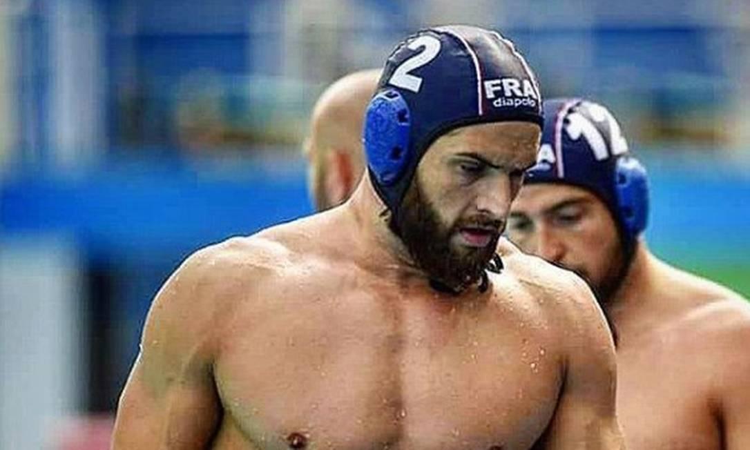 Rémi Saudadier é um do atletas que suportamente foi 'flagrado' com um perfil no Tinder. Apesar de não encontramos com o jogador de polo no aplicativo.... Ele faz sucesso nas redes sociais Reprodução/Instagram