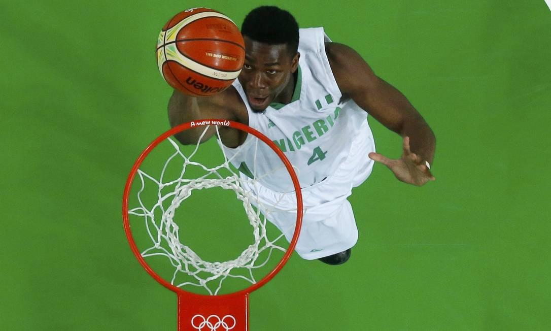 Ben Uzoh faz dois pontos para a Nigéria de bandeja JIM YOUNG / REUTERS
