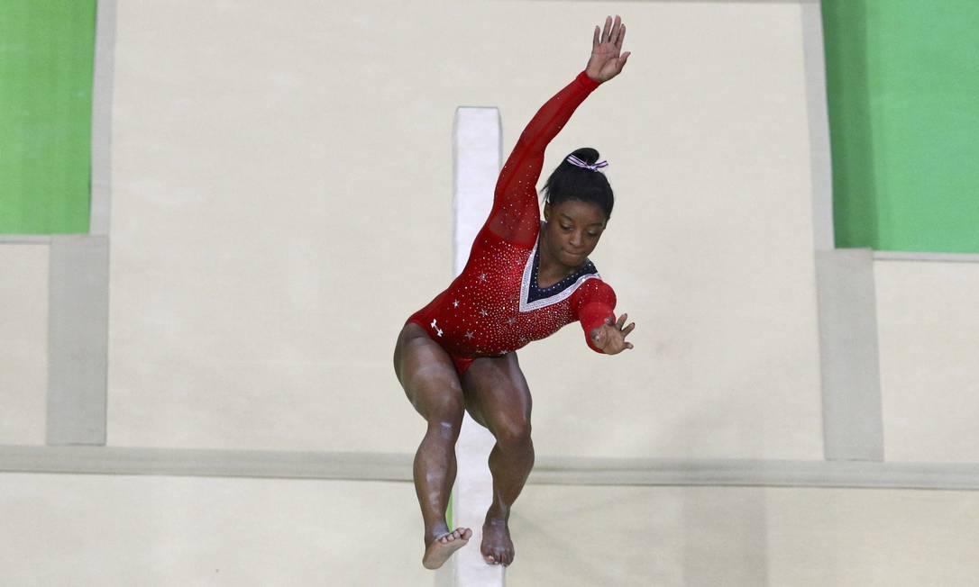Sensação da Olimpíada, Simone Biles fez a torcida americana perder a respiração nesta tarde, durante a prova final da trave de equilíbrio ATHIT PERAWONGMETHA / REUTERS