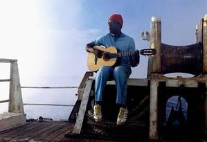 Seu Jorge em cena de 'A vida marinha com Steve Zissou' Foto: Reprodução