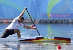 Sebastian Brendel fez o melhor tempo da segunda-feira na Lagoa Rodrigo de Freitas e avançou diretamente à final do C1 1000m Foto: Murad Sezer/Reuters