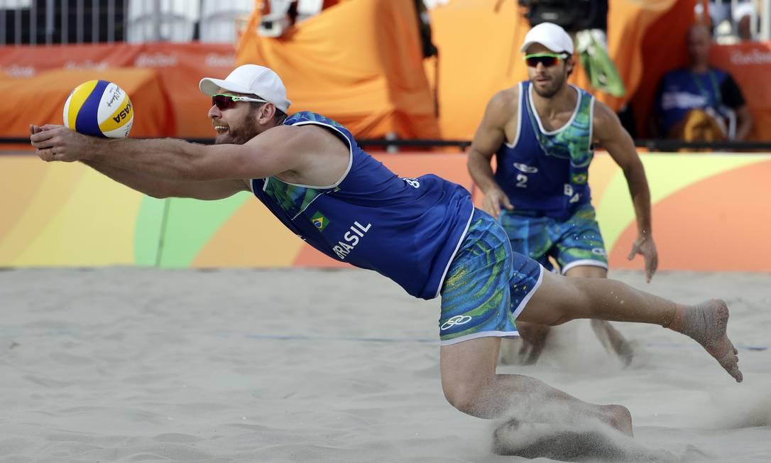 Alison garantiu mais uma semifinal olímpica. Ele tenta o ouro inédito nos Jogos Rio-2016 Marcio Jose Sanchez / AP