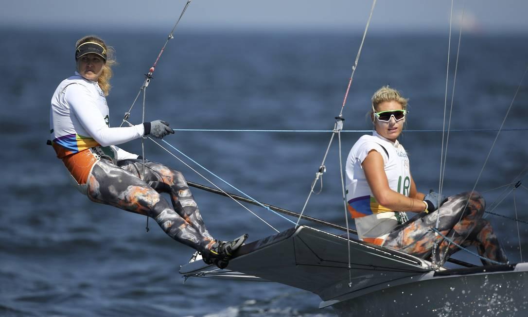As irlandesas Andrea Brewster e Saskia Tidey competem na regata BENOIT TESSIER / REUTERS