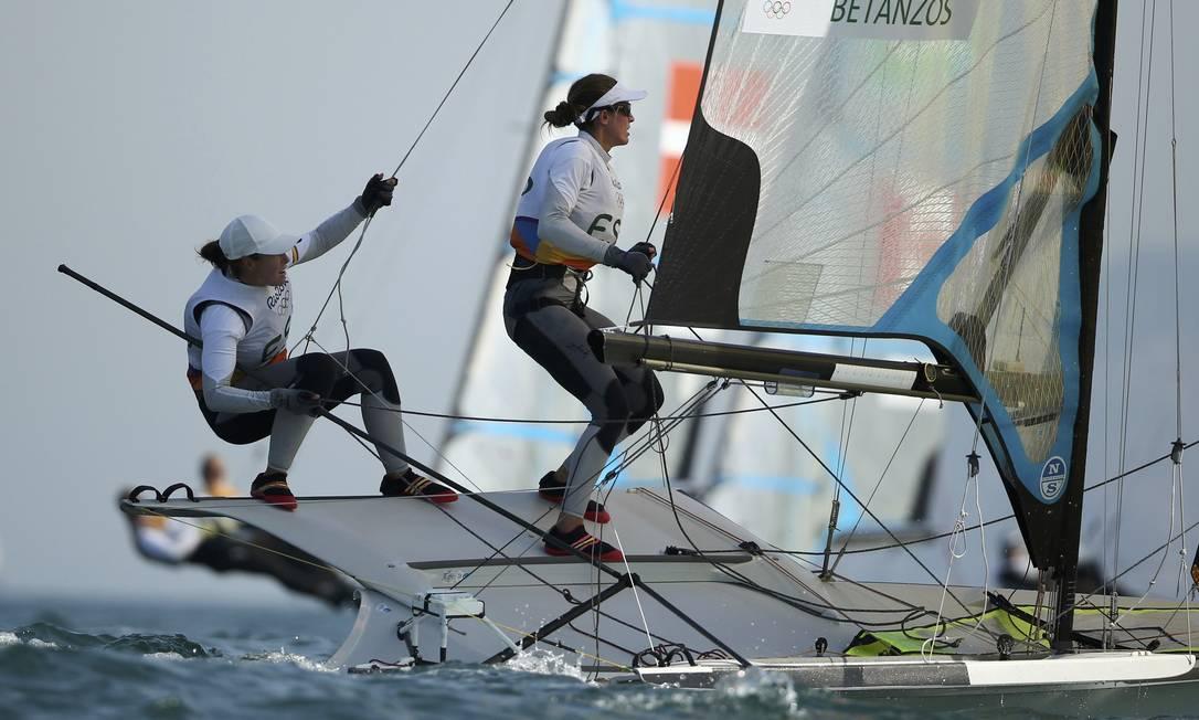 Tamara Echegoyen e Berta Betanzos, da Espanha, disputam a regata BENOIT TESSIER / REUTERS