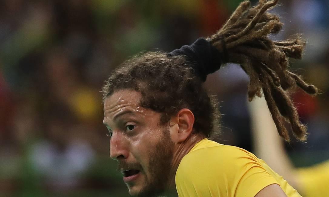 O brasileiro Fabio Chiuffa durante partida de handebol DAMIR SAGOLJ / REUTERS
