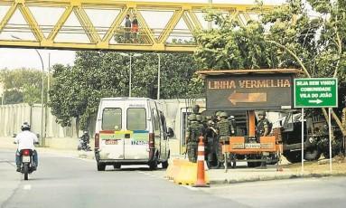 Acesso à Linha Vermelha, agora, é indicado por painel luminoso Foto: Guilherme Leporace
