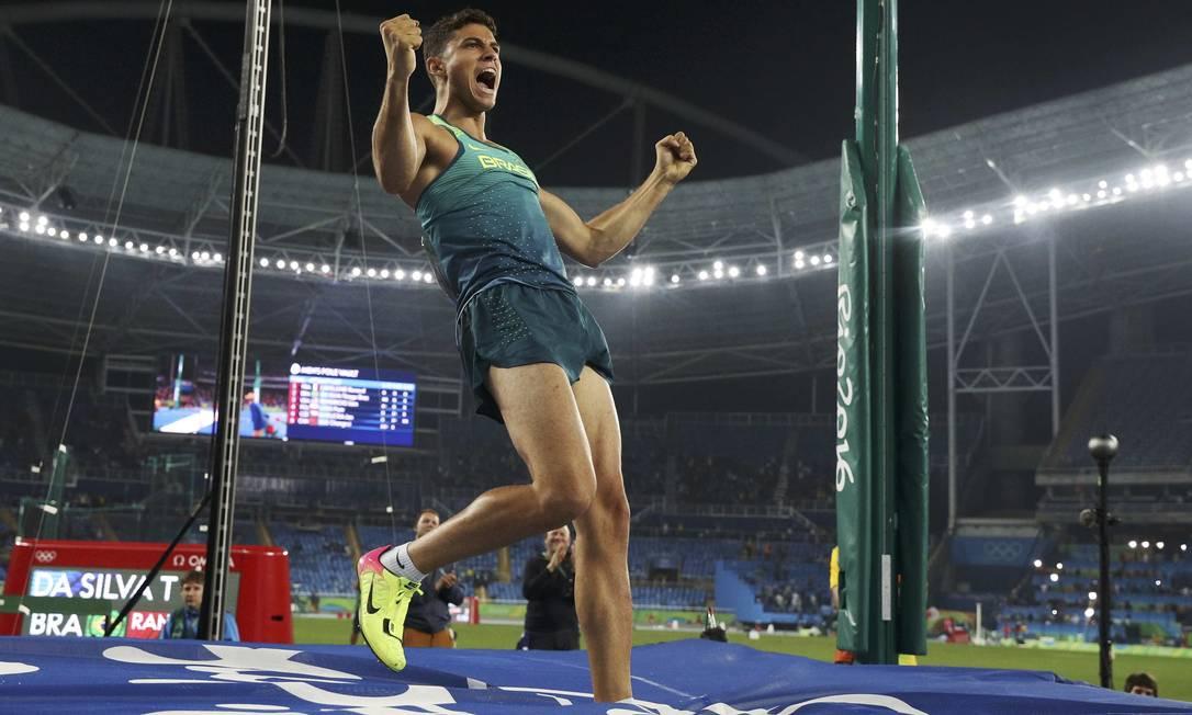 Thiago Braz vibra após seu último salto PHIL NOBLE / REUTERS